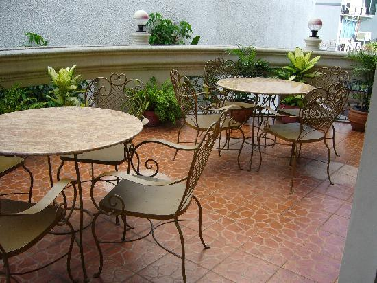 Casa Nicarosa Hotel: Guests can enjoy their breakfast/lunch/dinner at the hotel's terrace.