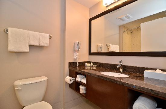 BEST WESTERN PLUS Revelstoke: Guestroom Bathroom