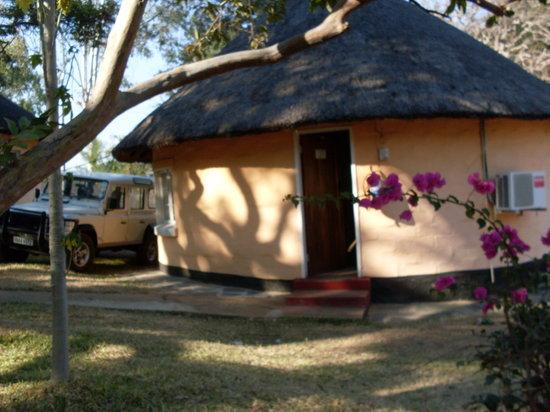 Senanga Safaris Lodge: Rondavel