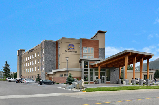 BEST WESTERN PLUS Revelstoke: Front Entrance