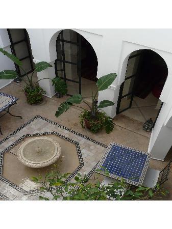 Riad L'Orange Bleue: la fontaine en tadelakt