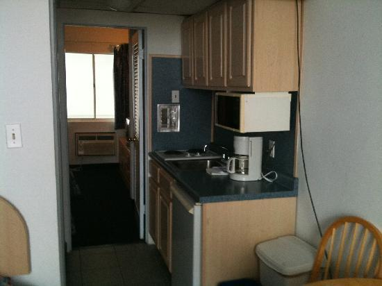 Newport Beach Resort: one of their bigger rooms equipped with kitchenette