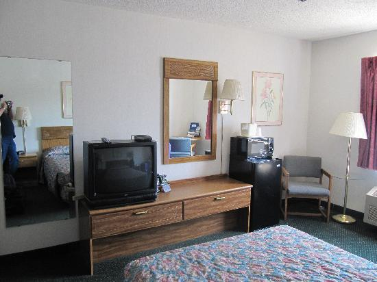 Rodeway Inn Wooster: Our room