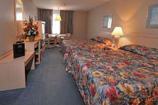 Shilo Inn Suites - Nampa Suites: Shilo Inns Nampa Suites Double Queen Suite