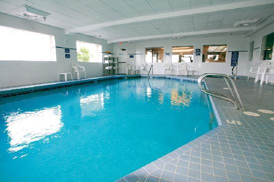 Shilo Inn Suites - Warrenton: Relax in the sparkling indoor pool and spa, open 24hrs. for your convenience.