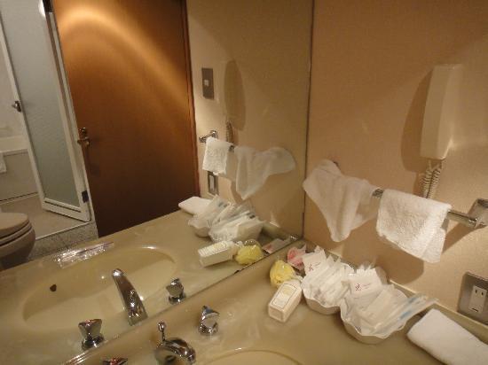 โรงแรมโรส การ์เด้น ชินจุกุ: Toothbrushes, razors, hairbrushes, etc.