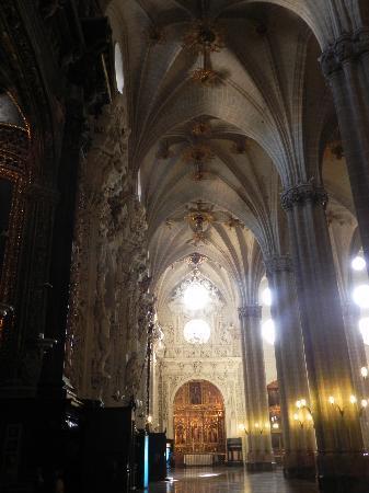 La Seo del Salvador: Colonnato