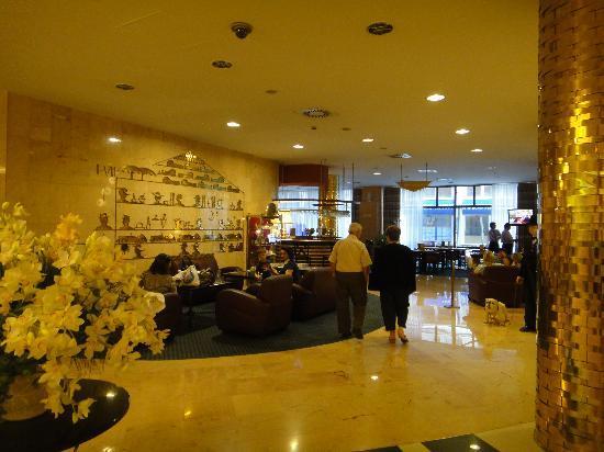 Radisson Blu Beke Hotel, Budapest: lobby & bar