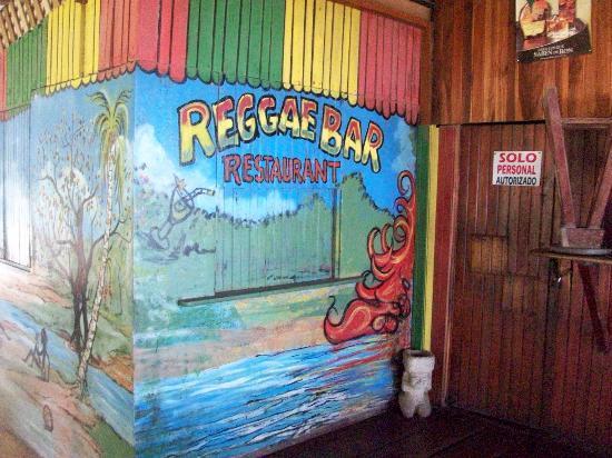 Hotel Reggae Cabinas: Le bar de l'hotel super cool