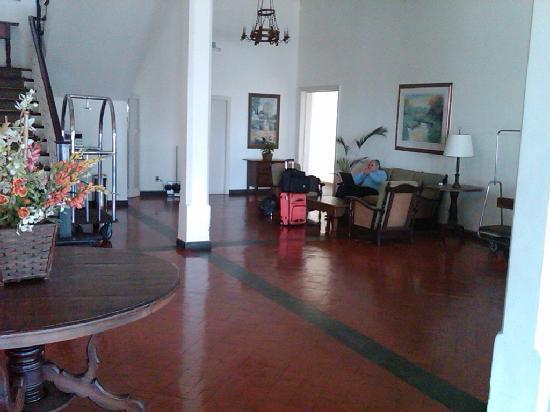 Volta Redonda, RJ: Lobby - 1940s time warp