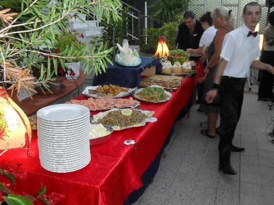 Andora, Italien: buffet alla americana in terrazza