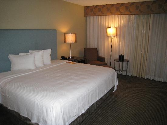 The Heldrich Hotel & Conference Center: King Bed