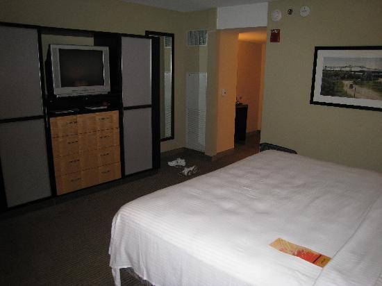 The Heldrich Hotel & Conference Center: Accessible King Room