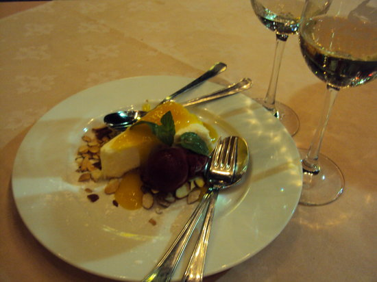 Mona Lisa: Mango cheesecake