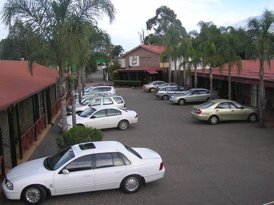 Bronco Motor Inn: Carpark/ office