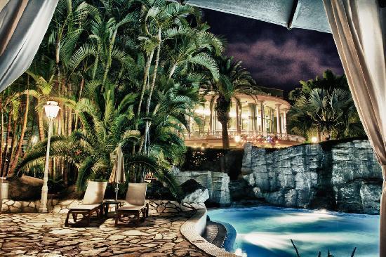 Jardines de Nivaria - Adrian Hoteles : Jardines pool area 2011 at night