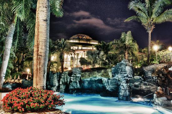 Jardines de Nivaria - Adrian Hoteles- Temporary Closed : Jardines pool area 2011 at night