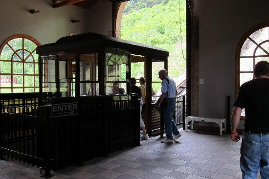 Horseshoe Curve National Historic Landmark: The ride to the train viewing