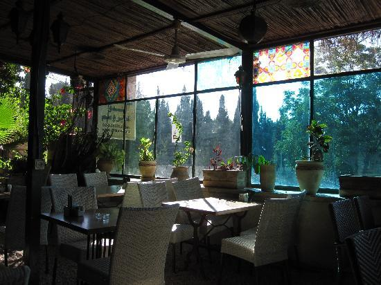 Jerusalem Hotel: 併設のレストラン。居心地よし!