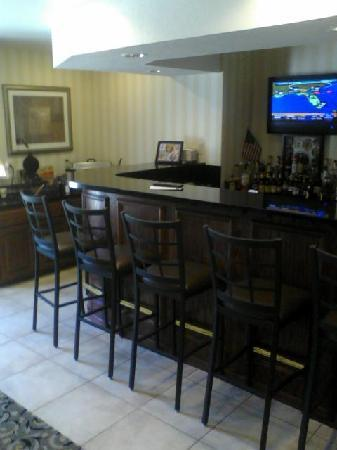 Cobblestone Inn and Suites Clintonville, WI: Breakfast area by day, bar by night