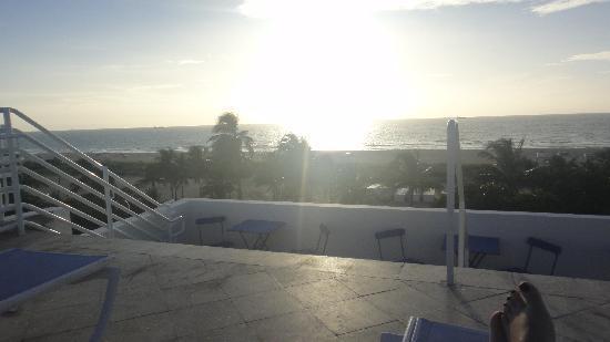 โรงแรมสแตรนด์โอเชี่ยนไดรฟ์: sunrise on rooftop deck