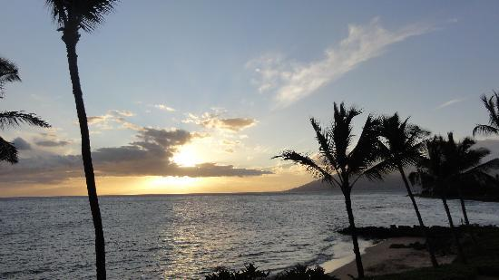 Punahoa Beach Apartments : Sunset from our lanai