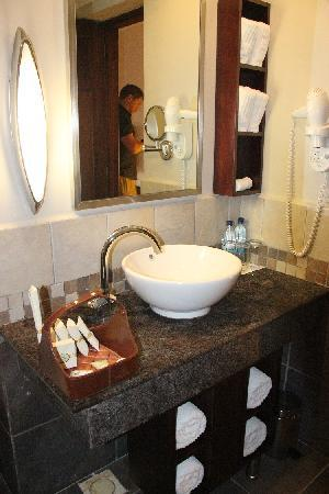 Sea Cliff Hotel: Bathroom