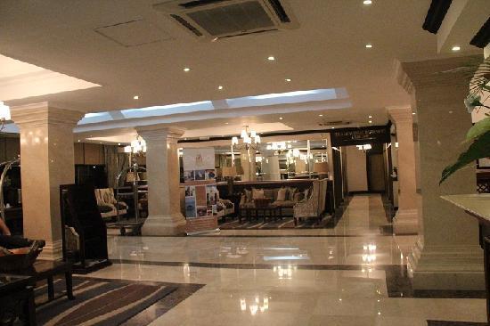 Sea Cliff Hotel: reception area