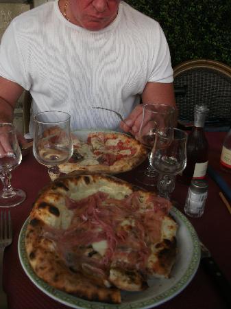 PIZZA SANTA LUCIA : Pizza au feu de bois, à tomber !