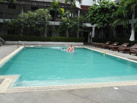 โรงแรมริมปิง วิลเลจ: piscine