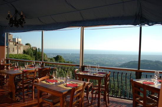 https://media-cdn.tripadvisor.com/media/photo-s/02/0b/97/2a/le-tre-terrazze.jpg