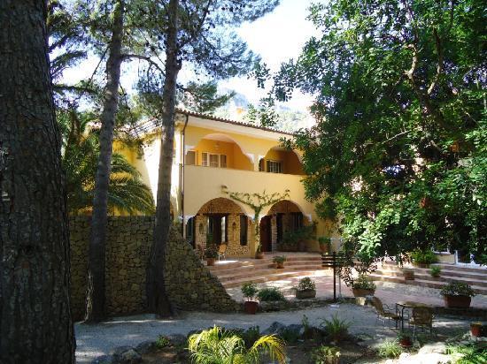 Hotel Villa Lehmi : Approach to Reception