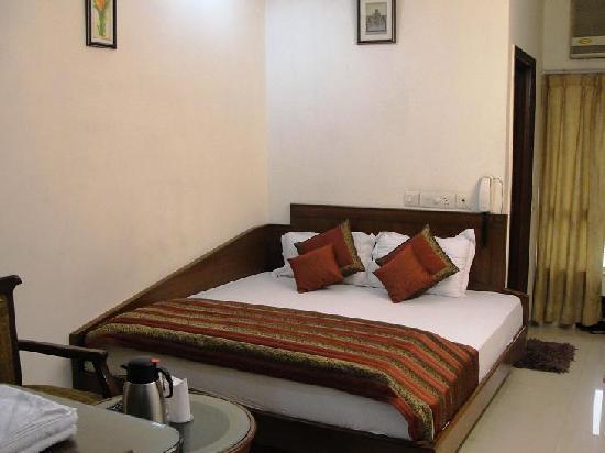 โรงแรมชันชอล ดีลักซ์: standard room
