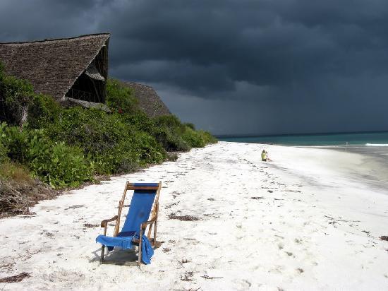 Lazy Lagoon: White beach, dark skies