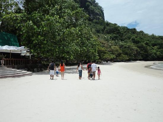 Dakak Park & Beach Resort: white beach
