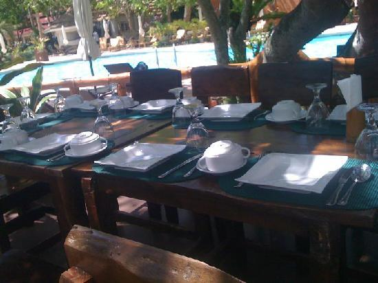 Dakak Park & Beach Resort: lunch set up