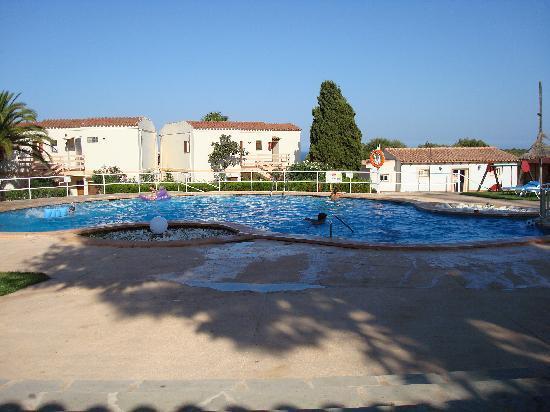 Sol Romantica : la piscina dell'albergo
