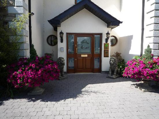 Avlon House Bed and Breakfast: Avlon House Brd & Breakfast Main Entrance