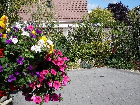 Avlon House Bed and Breakfast: Avlon House Bed & Breakfast part of Garden
