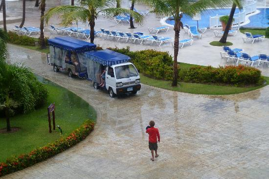 Ocean Blue & Sand: The bus to get your around the resort