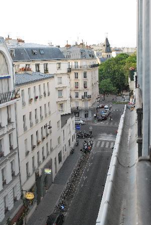 Hotel de l'Esperance : the street from our window