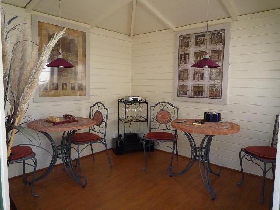 Avlon House Bed and Breakfast: Avlon House Bed & Breakfast Smoking Cabin