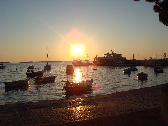 Marina Hotel: Abendstimmung am Hafen