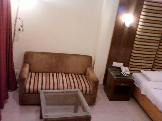 Nandhini Hotel - J.P.Nagar: Sofa and the broken reading lamp