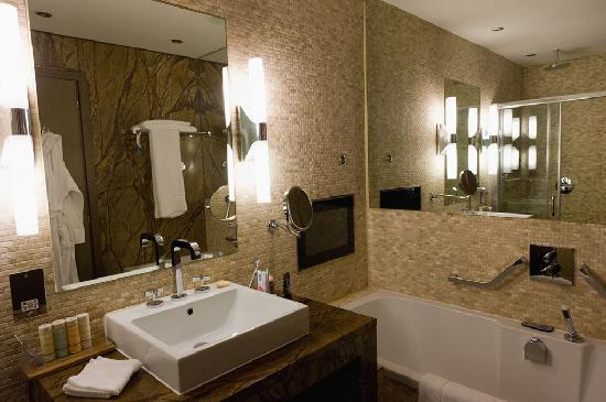 Radisson Blu Royal Hotel, Dublin: Bathroom
