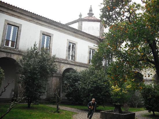 Mosteiro de Sao Cristovao de Lafoes: claustro