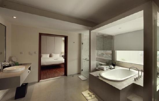 Alila Jakarta: Club Suite Bathroom