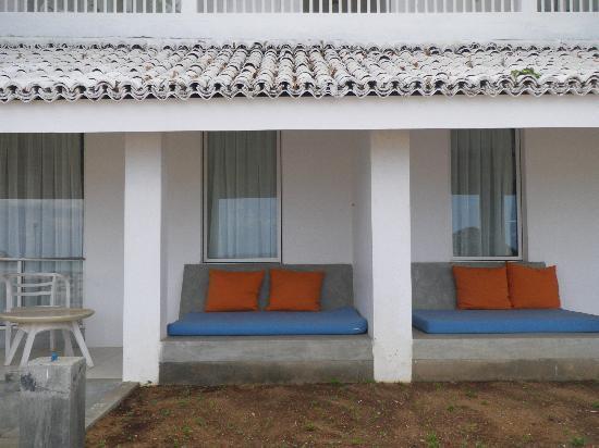 โรงแรมชายา บลู ทรินโคมาลี: Beach bungalows