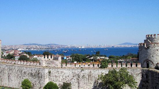 Yedikule (Castle of the Seven Towers): Vista esterna dalle mura