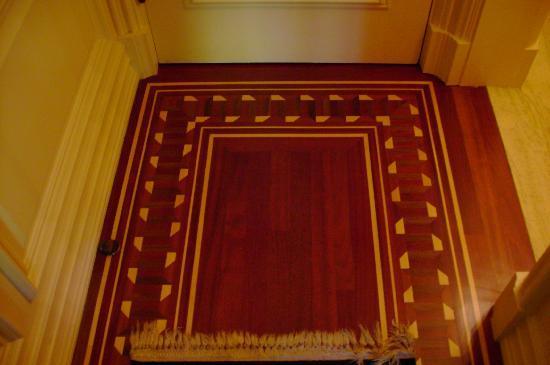 ليدسون هوتل: inlaid wood floors